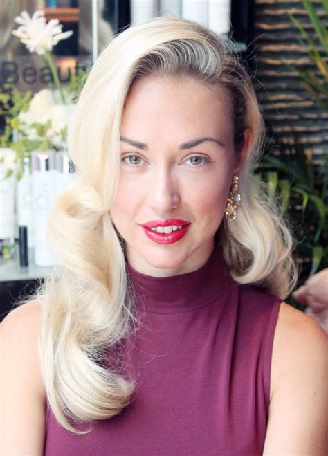 GLAMOROUS OLD-HOLLYWOOD WAVES HOW-TO - Beautygeeks