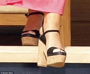 Mariah Carey Almost Trips And Falls While Stepping Off Boyfriends Yacht In Platform Shoes