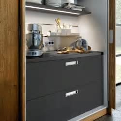 wohnideen schlafzimmer wenig platz 2 über 1 000 ideen zu versteckter schrank auf bücherregal mit versteckter tür