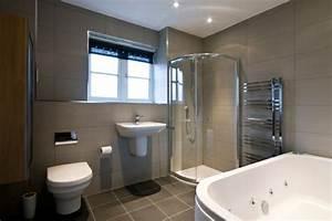 Badezimmer Gestalten Dachschräge : fertigduschkabinen richtig installieren wie geht das ~ Markanthonyermac.com Haus und Dekorationen