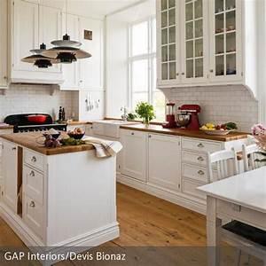 Küchen Ideen Landhaus : wei e k che im landhausstil einrichten ideen rund ums haus pinterest k chenfronten ~ Heinz-duthel.com Haus und Dekorationen