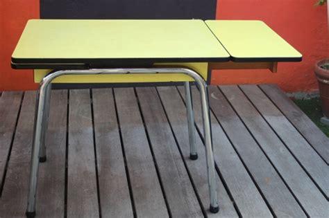 table de cuisine en formica table cuisine en formica jaune vintage by fabichka