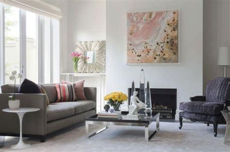 ein wohnzimmer voller kunst und schoenheit