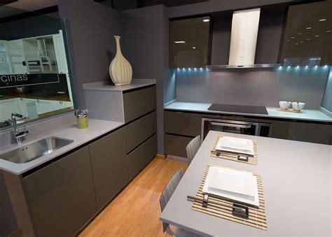 las cocinas oscuras como hacerlas elegantes cocinas rio