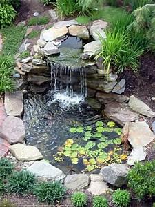 decoration de jardin avec une fontaine pour bassin With idee deco jardin avec cailloux 17 fontaine murale exterieure pour jardin terrasse et piscine