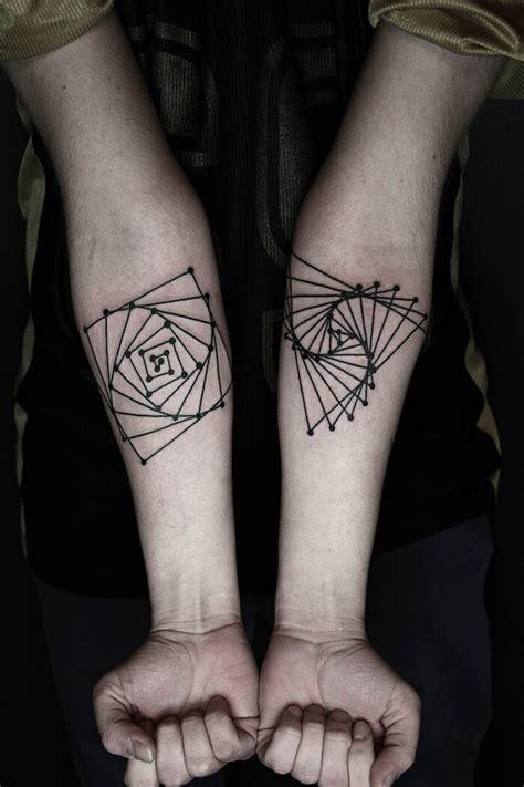 tatuaggi lineari ed eleganti  okan uckun keblog