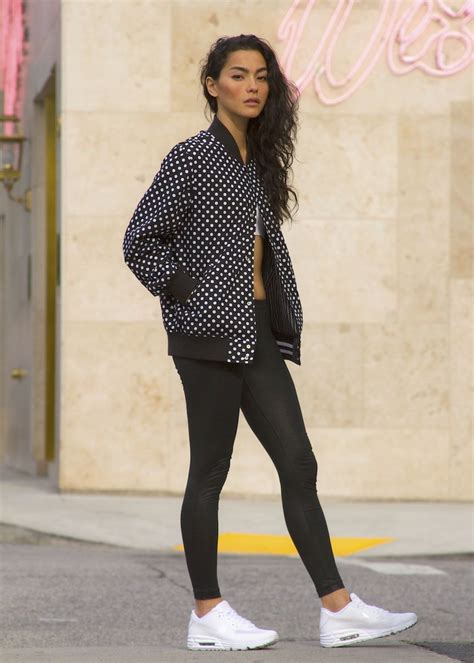 Sporty black leggings outfit and sneakers 72 - Fashion Best