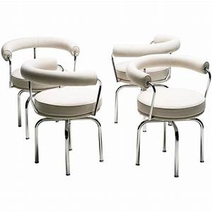 Cassina Charlotte Perriand : set of four charlotte perriand lc7 chairs by cassina at 1stdibs ~ Frokenaadalensverden.com Haus und Dekorationen
