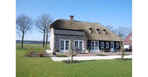 Rieten Huis by Woonboerderij Met Rieten Kap Bouwen