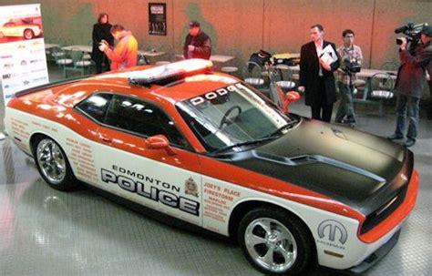 Polizei Stoppt Dodge Challenger by Kanadisches Dodge Challenger Car Cars