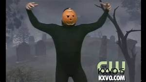 The Pumpkin Man Dances to Thriller - YouTube