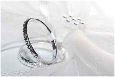 what does a wedding ring symbol what do wedding rings symbolize sophisticated edge