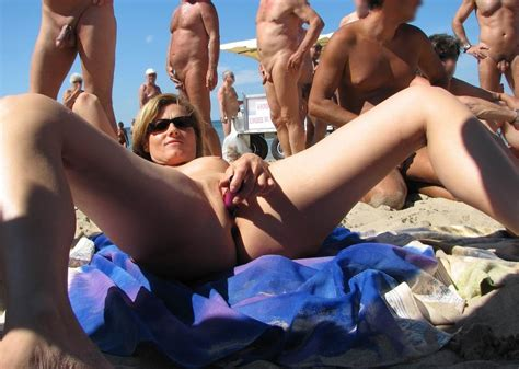 Beach Flashing Pics Nude Beach Pics Flashing In Public