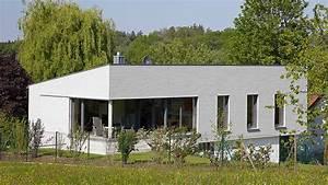 Walmdach Vorteile Nachteile : bungalow die kunst des zimmermanns ~ Markanthonyermac.com Haus und Dekorationen