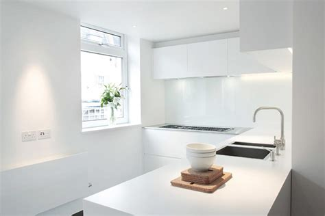 cuisine compacte design et moderne cuisine dans un appartement de