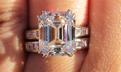 have you seen floyd mayweather s girlfriend ring