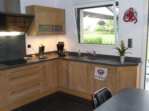 cuisine en ch麩e clair cuisine chene clair contemporaine maison design bahbe com
