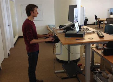 travailler debout bureau exemples de bureaux utilisables en position debout