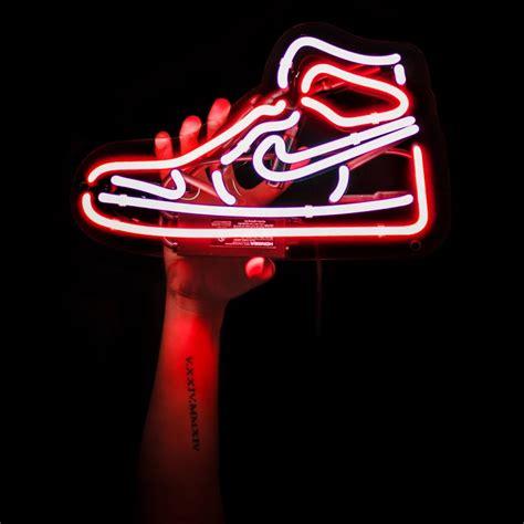 Center of gravity, warrior, dna, bayou boys и morpho. H Y P E B E A S T | OG | Neon signs, Neon wall art, Neon wallpaper