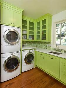 10 chic laundry room decorating ideas interior design for Laundry room colors