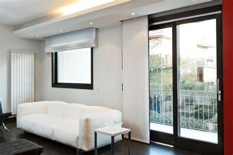 tende per porte finestre scorrevoli porte finestre scorrevoli in legno per ambienti moderni