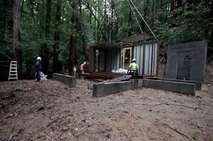 Container Haus Bauen : ein containerhaus mitten im wald ~ Michelbontemps.com Haus und Dekorationen