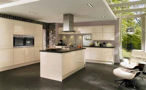 faience grise cuisine decoration cuisine mur couleur mur cuisine meuble beige