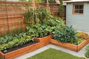 Gartenbeete Ideen by Wood Touches For Backyard Gardens And Bats And Chickens