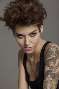 Cheveux Court Bouclé Femme : coiffure courte et boucle femme cheveux courts sur ~ Louise-bijoux.com Idées de Décoration