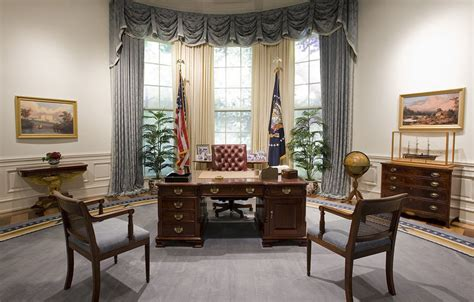 desk in oval office from roosevelt to resolute the secrets of all 6 oval