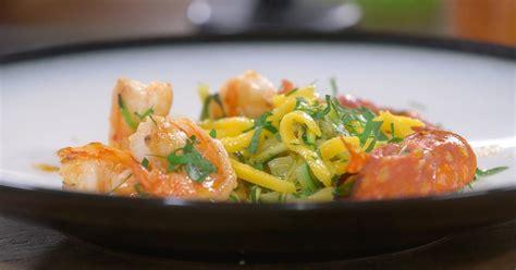 recettes laurent mariotte cuisine tv ma recette de crevettes au chorizo courgettes et mangue