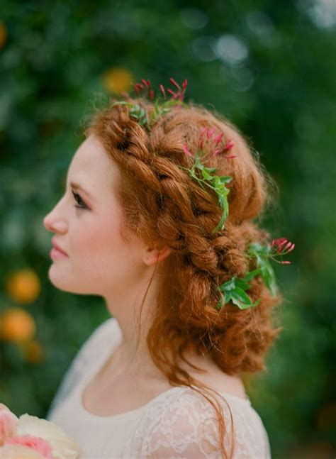 wedding day hair styles 33 modern curly hairstyles that will slay on your wedding day 9656