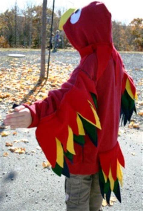 disfraz de pajaro en reciclable carnaval disfraz de loro hecho en casa