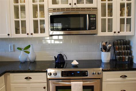 picture of backsplash kitchen what of cabinet pulls knobs for white cabinets 4186