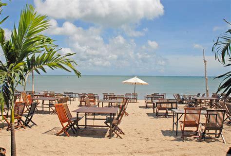 cafe  lokasinya dekat  pantai kuta wisata kuliner