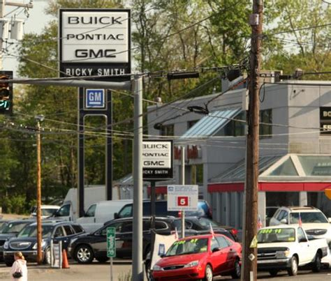 Buick Pontiac Gmc by Gm Plans To Phase Out 40 Percent Of Dealerships The