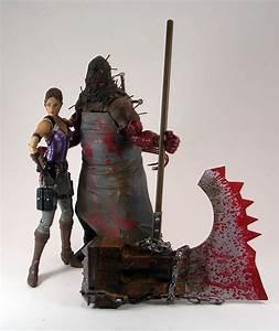 Resident Evil 5: Executioner Majini by NECA | FigureFan Zero