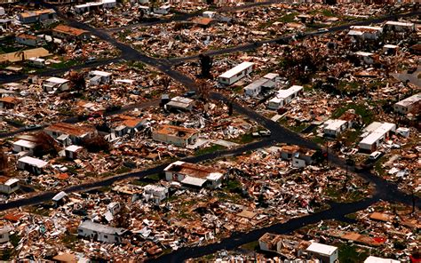 huracanes tifones ciclones tropicales  baguios