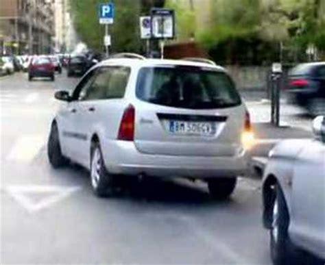 donne imbranate al volante donne al volante spettacolo costante