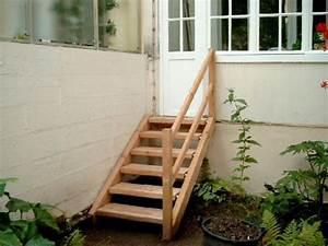Holz Im Außenbereich : kleine holztreppe zum garten au entreppen aus massivholz beispiele treppen holzart bochum ~ Markanthonyermac.com Haus und Dekorationen