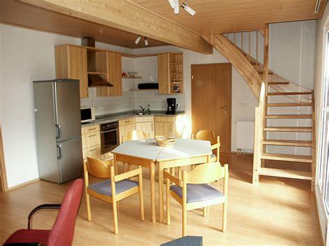 wohnzimmer mit offener küche ferienhaus mengelberg im leipziger neuseenland markkleeberg herr hans g 252 nther mengelberg