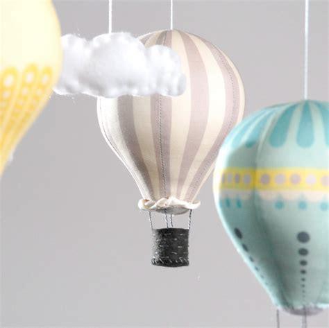 diy chambre bébé diy un mobile bébé montgolfières montgolfière