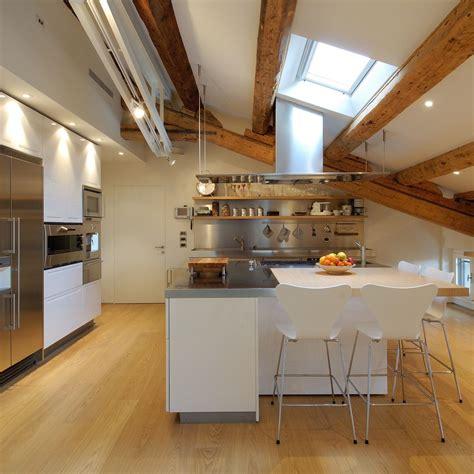 attic kitchen designs un attico in centro citt 224 mansarda it 1384