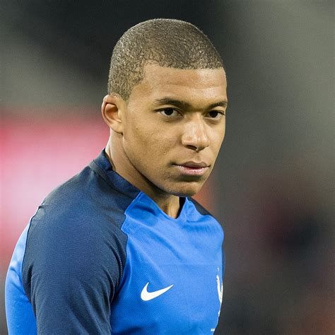 Jul 11, 2018 · in this photo taken with slow shutter speed france's kylian mbappe runs with the ball during the semifinal match between france and belgium at the 2018 soccer world cup in the st. Kylian Mbappé est-il en couple ou célibataire ? - Elle