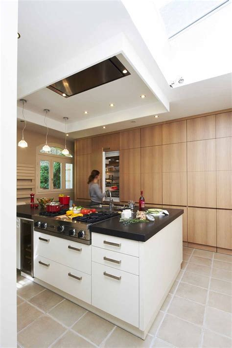 design cuisine cuisine minimaliste ilot central polyvalent mur de