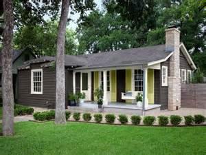 cottage exterior colors on bungalow