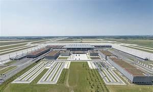 Aeroport De Berlin : lufthansa demande repousser l 39 ouverture de l 39 a roport de berlin ~ Medecine-chirurgie-esthetiques.com Avis de Voitures