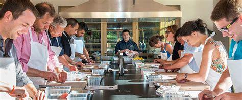 ecole de cuisine pour adulte cours de cuisine près d 39 orange vaucluse château de