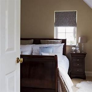 Alle Sitzmöbel In Einem Raum : schlafzimmer im dachgeschoss in einem kleinen raum ziehen alle aufmerksamkeit auf dem bett mit ~ Bigdaddyawards.com Haus und Dekorationen
