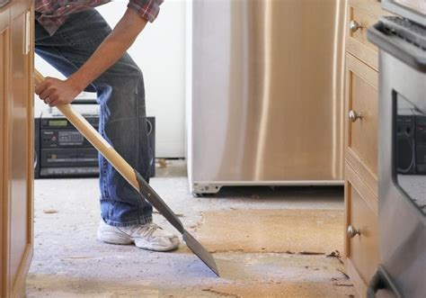 how do you install kitchen cabinets flooring and cabinets which to install 8441
